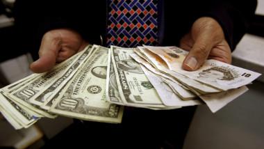 lira dolar GettyImages-73904103