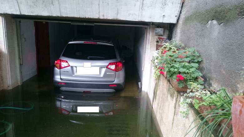 inundatie subsol masina