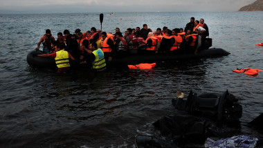 Migranti ajung pe insula Lesbos Grecia GettyImages-493613558
