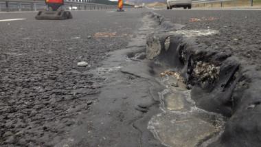 image-2015-07-22-20314112-0-fisura-asfaltul-lotului-3-a1-orastie-sibiu