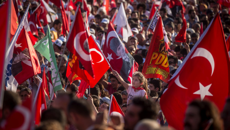 MITING TURCI - GettyImages-579545812