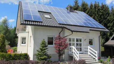casa panouri solare fotovoltaice