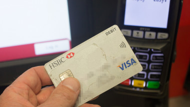 Plata cu cardul VISA GettyImages-474239686-1