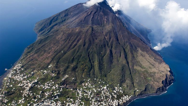 stromboli volcano activity