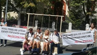 protest-ministerul-educatiei-streanguri-latrine-mihail-bumbes
