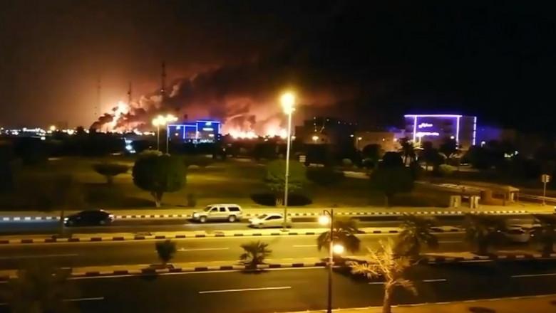 arabia saudita instalatii petroliere arzand