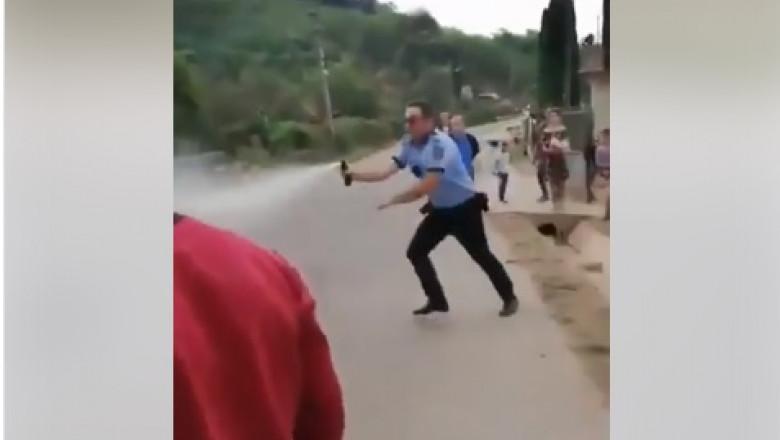politisti spray lacrimogen