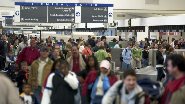 Aeroport atlanta SUA Throngs Of Travelers Return From Holiday Weekend