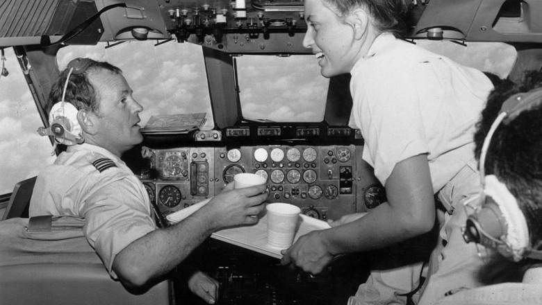 pilot avion cafea