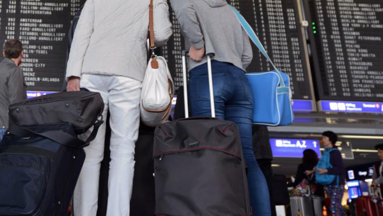 femei bagaje aeroport getty
