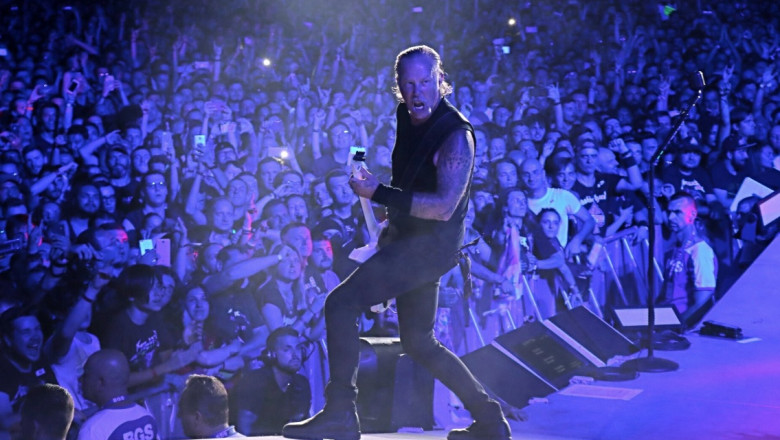 james hetfield concert bucuresti - twitter metallica