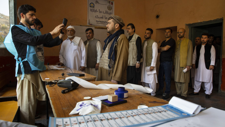 Afghans Vote in Presidential Election Despite Threat of Attacks