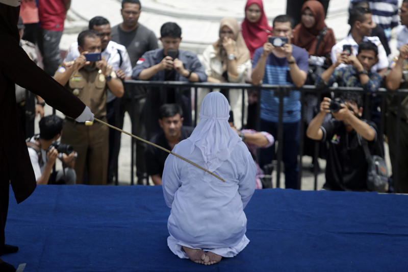 Public caning punishment carried out in Banda Aceh