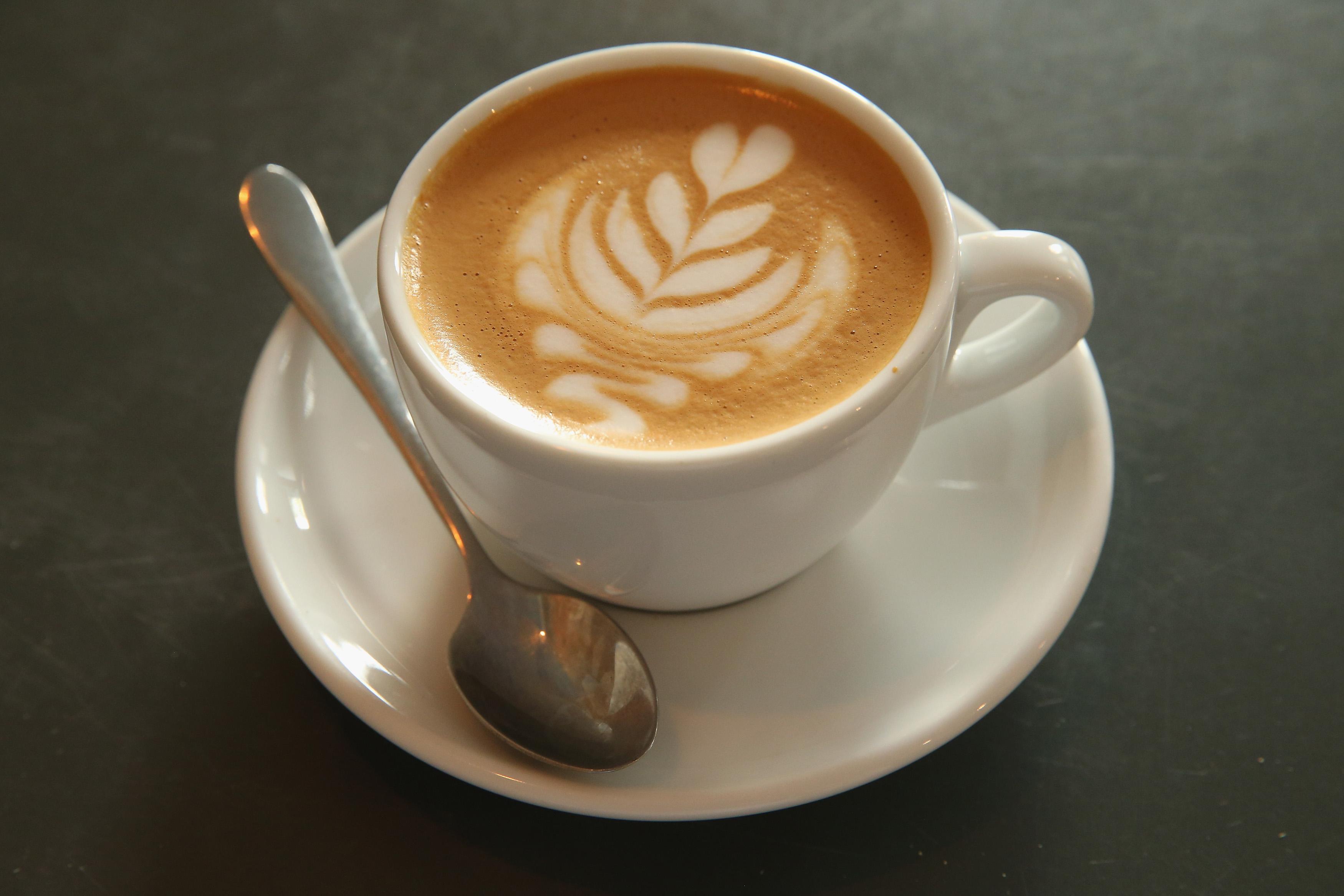 Ce risti daca bei 25 de cesti de cafea pe zi?