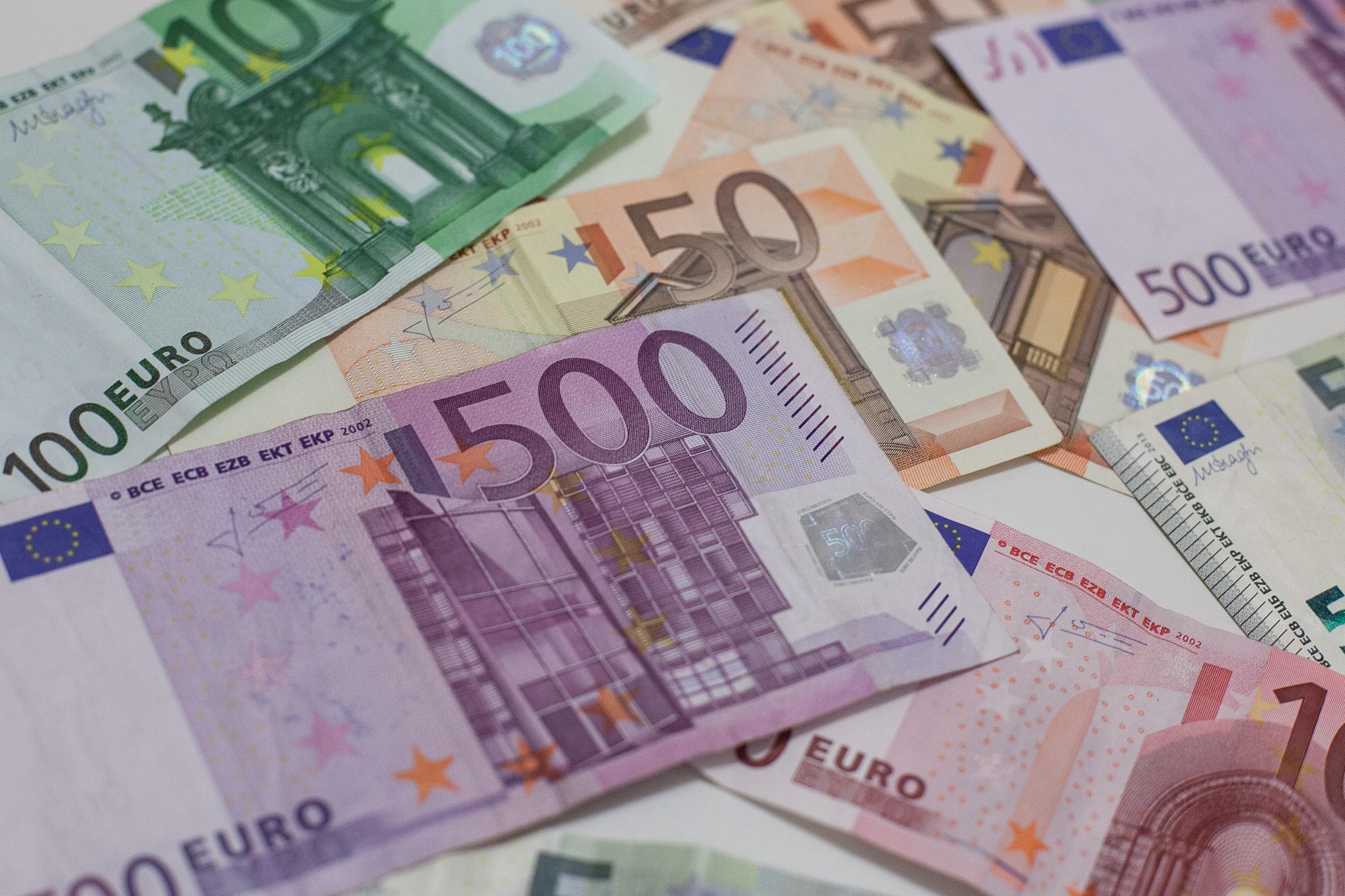 Florin Cîțu: Românii își vor putea amâna ratele la bănci pentru 9 luni. Măsura se aplică atât persoanelor fizice cât și celor juridice