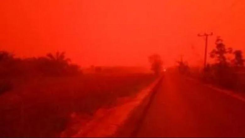indonezia-cer-rosu-abur-fum-dupa-incendii-de-padure