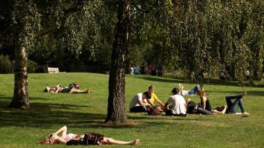 Londoner's Enjoy The Last Of the Summer Sun