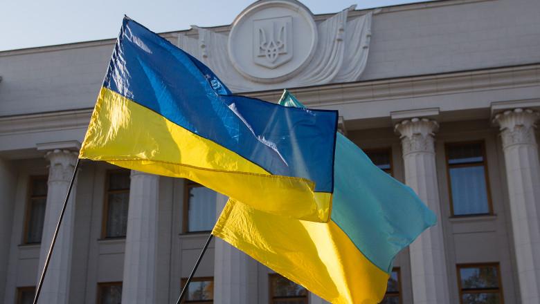 Ukrainian flags are developing near the parliament building. Ukraine