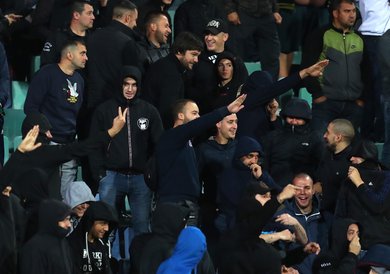 Incidente grave la meciul Bulgaria-Anglia. Suporteri bulgari le-au strigat englezilor ca sunt maimute si au facut salutul nazist