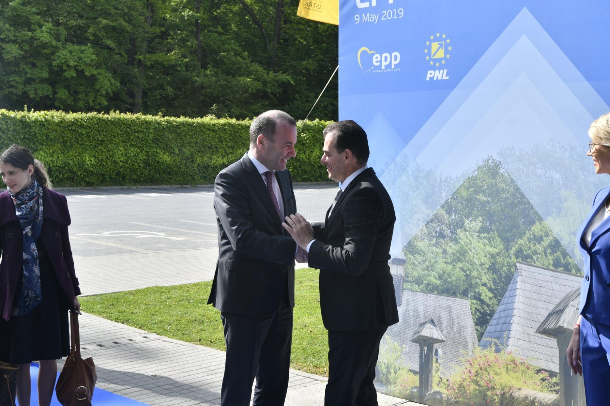 Manfred Weber, liderul Popularilor Europeni, il felicita dupa desemnare pe Ludovic Orban
