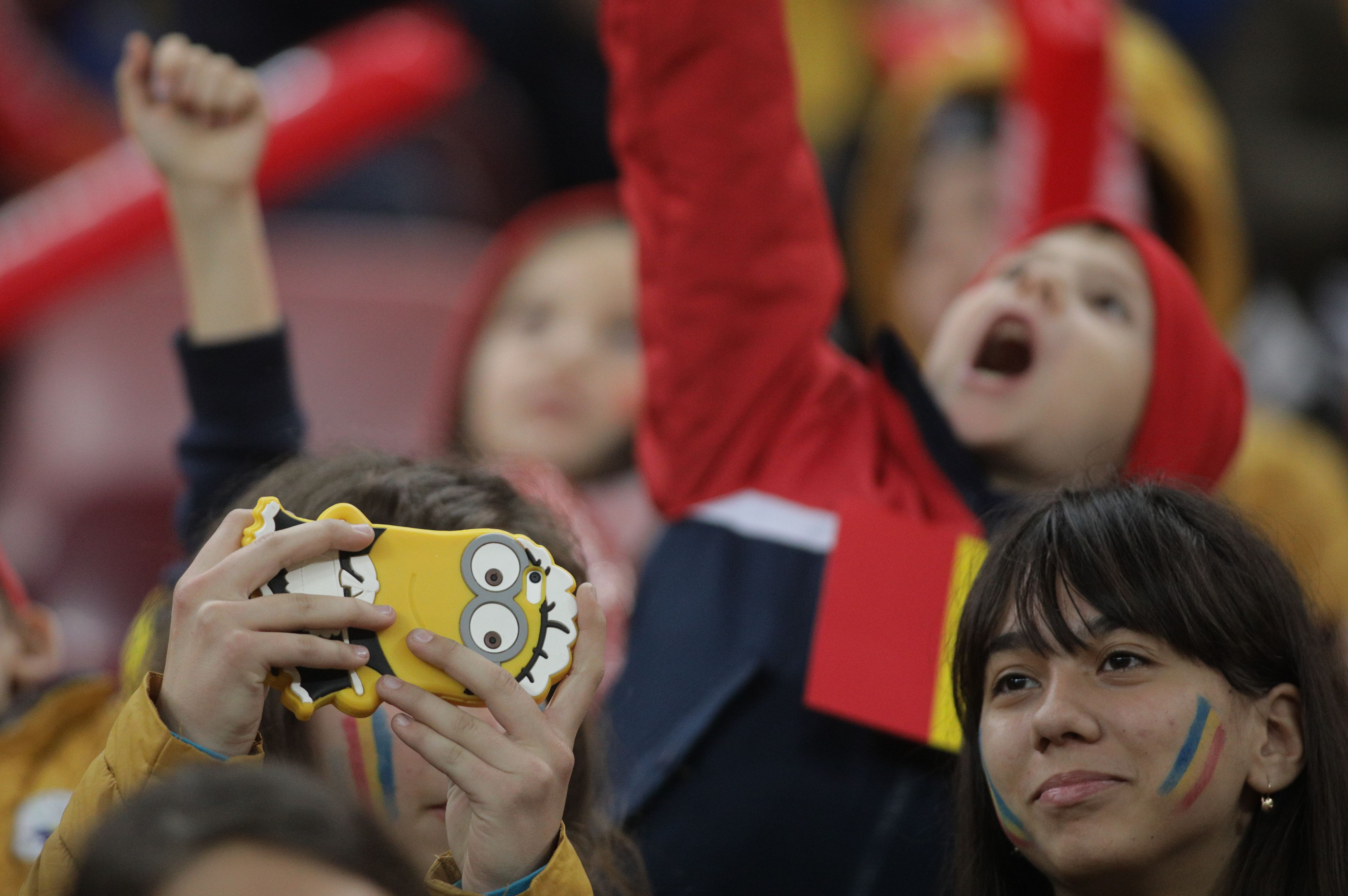 FOTO & VIDEO. Momentul emotionant in care zeci de mii de copii canta Imnul Romaniei, la meciul cu Norvegia
