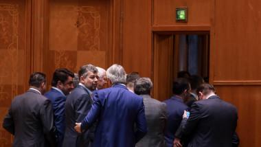 ministrii psd ies din sala tristi la motiunea de cenzura
