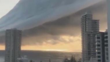 VIDEO | Imagini impresionante cu un nor straniu format deasupra unui oraș australian