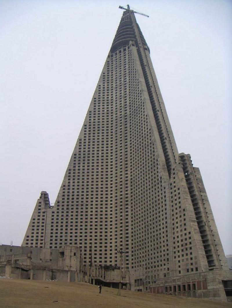 hotelul-pierzaniei-phenian-in-constructie