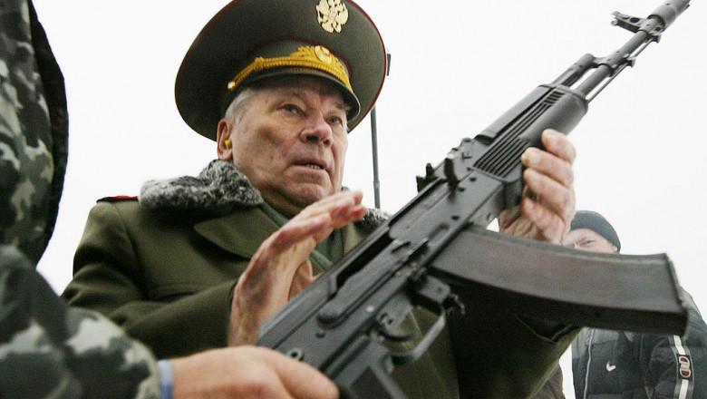 Mihail Kalașnikov cu AK 47