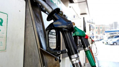pret-carburanti-in-romania.-cat-a-ajuns-sa-coste-un-litru-de-benzina-1-840x500