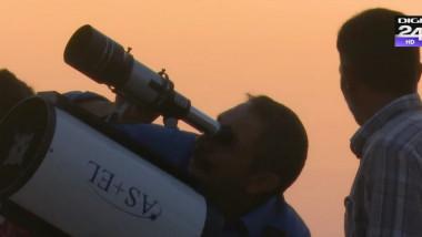 astronom cu telescop - focus