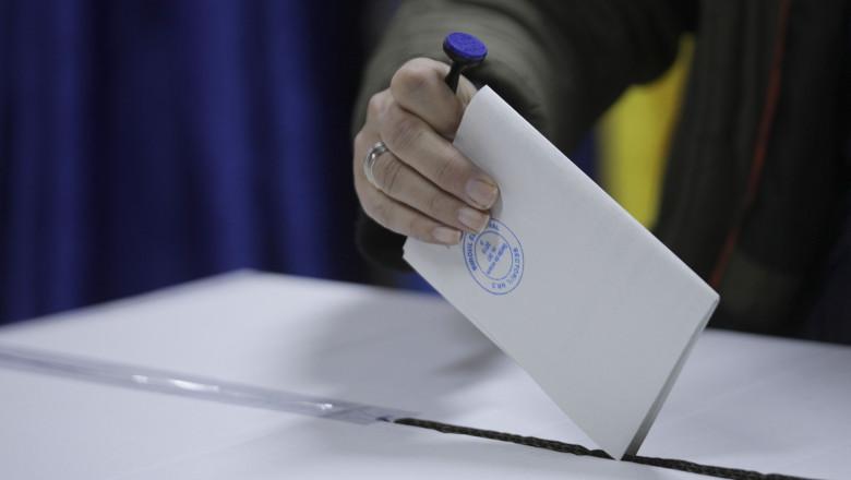 Klaus Iohannis, despre amânarea alegerilor: Actul de votare n-ar trebui să  fie mai complicat decât mersul la hipermarket