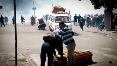 bolivia-cortegiu-gunerar-gaze-lacrimogene