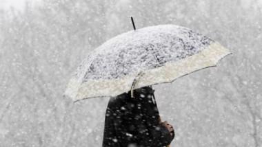 Meteorologii au transmis o informare de ninsori, lapoviță și vânt puternic
