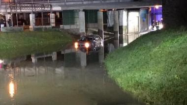 masina blocată în apă