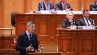 Dan Barna in plenul parlamentului