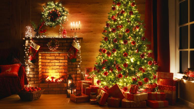 brad craciun cadouri mos craciun luminite sarbatoare