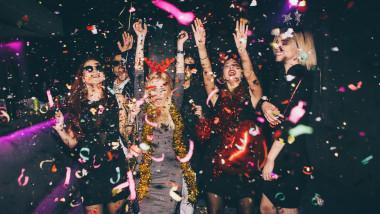 petrecere revelion tineri anul nou sarbatoare zi de nastere