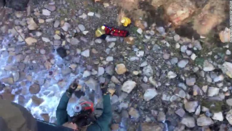 O femeie a supravietuit unei caderi de la 60m
