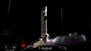 Compania spaţială californiană SpaceX a lansat luni alţi 60 de sateliţi în cadrul constelaţiei sale Starlink