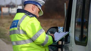 Un polițist a refuzat 500 de lei mită, pe care i-a oferit-o un șofer ca nu rămână fără carnet