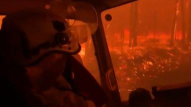 pompieri australieni surprinși în incendiu