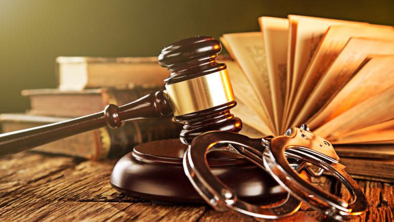 Imagini pentru Pedepse de până la 15 ani de închisoare pentru infracţiunea de zădărnicire a combaterii bolilor, dacă fapta duce la decesul uneia sau mai multor persoane, prevede proiectul de OUG de modificare a Legii 286/2009 privind Codul penal, adoptat de Guvern, la propunerea Ministerului Justiţiei.