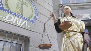 protest-dna-certej-statuie-justitie-inquam-ganea (3)