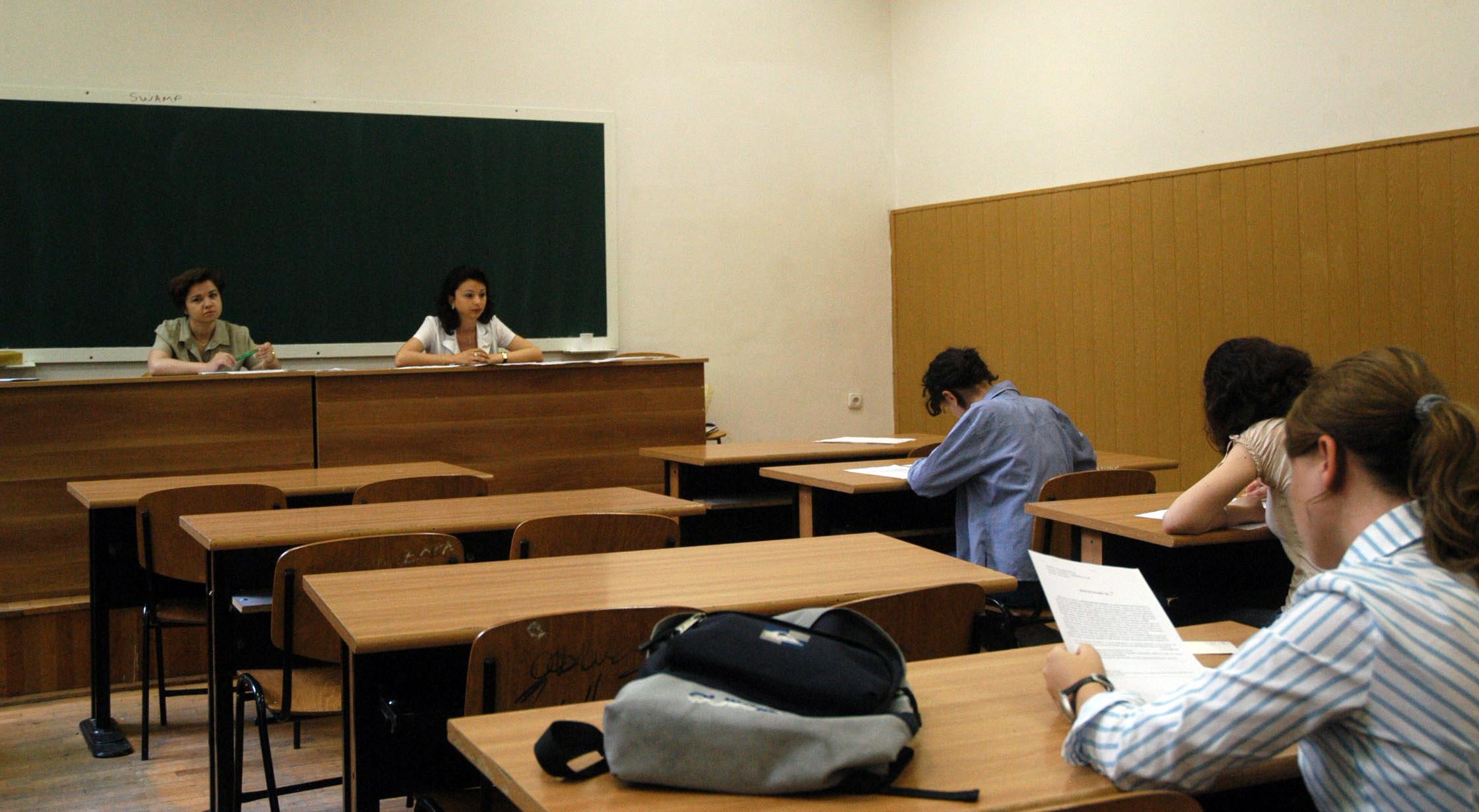 Ministrul Educatiei: Liceenii care au febra in ziua Bacului pot da examenul in conditii speciale