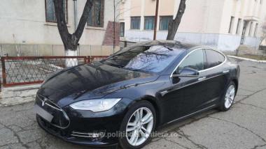 autoturism Tesla