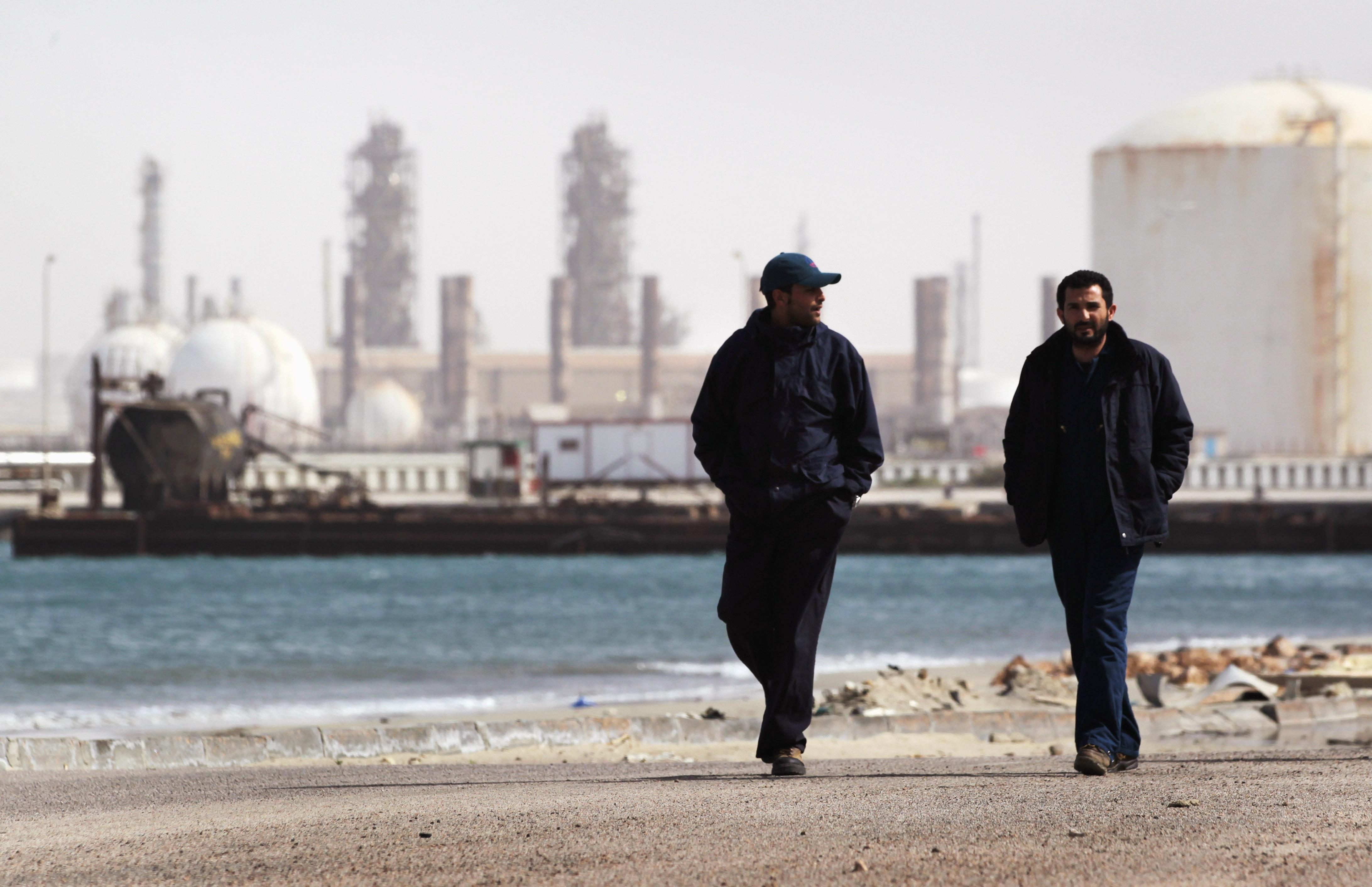 In lupta pentru cucerirea capitalei libiene, forţele pro-Haftar au blocat exporturile de petrol in principalele porturi ale ţarii