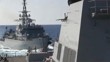 nava rusa provoacă distrugător american în Marea Arabiei
