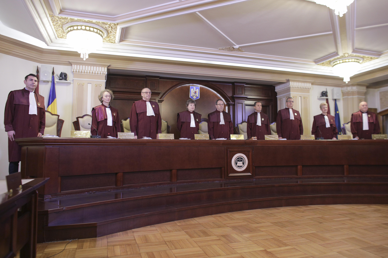 CCR dezbate sesizarea PNL privind stabilirea datei alegerilor de catre Parlament