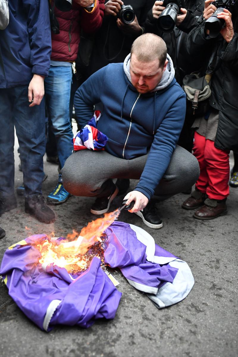 Steag UE ars de susținătorii Brexit